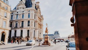 How much does it cost to stay in a 3-star hotel in Paris ?