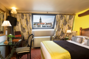 Where to find reviews of hotels in Paris Center